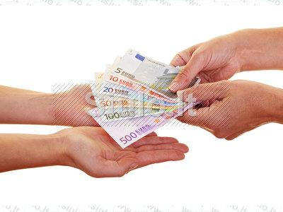 parama asmenims, kuriems reikia finansinės paramos
